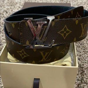 Authentic Louis Vuitton 40 MM Reversible belt